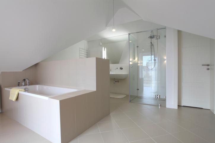 Design podkrovní koupelny