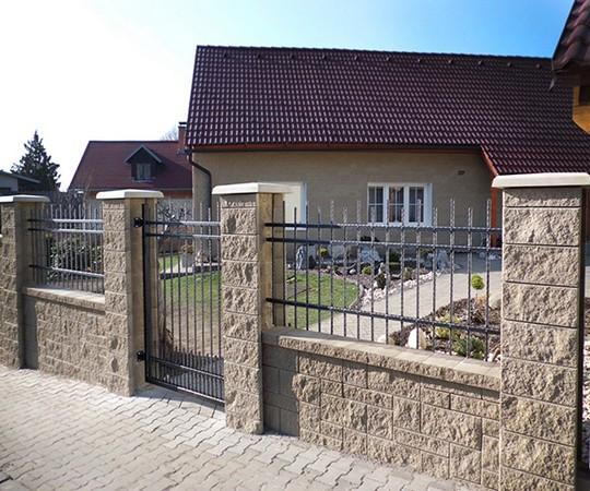 sloupkovy plot z betonovych tvarovek Stavoblock