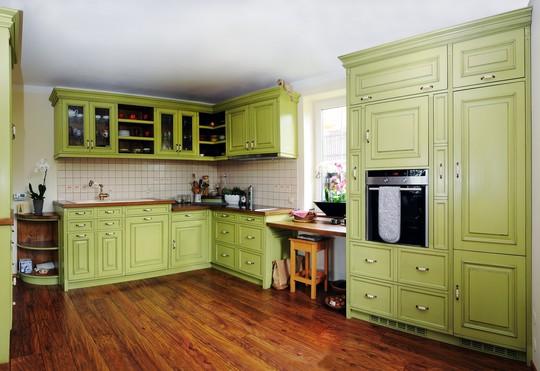 zelena masivni kuchyne