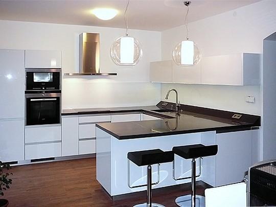 sklenene obkladove panely v kuchyni