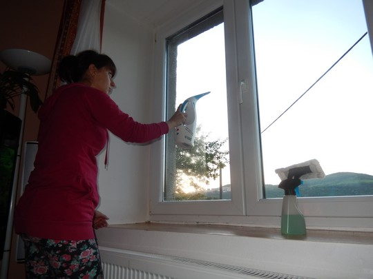 myti okna - stirani cisticem Clean & Clear Pro